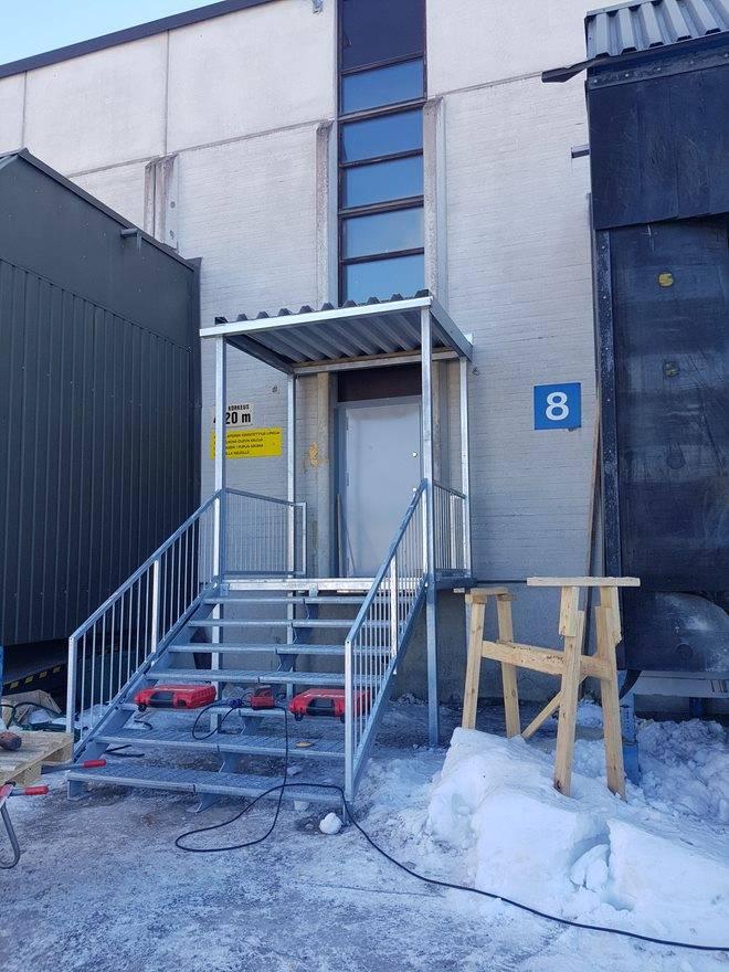 Sisääntulo katos ja portaat Vantaa 2018 - Edited